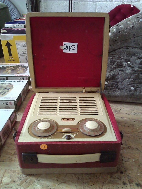 Fun Retro portable radio